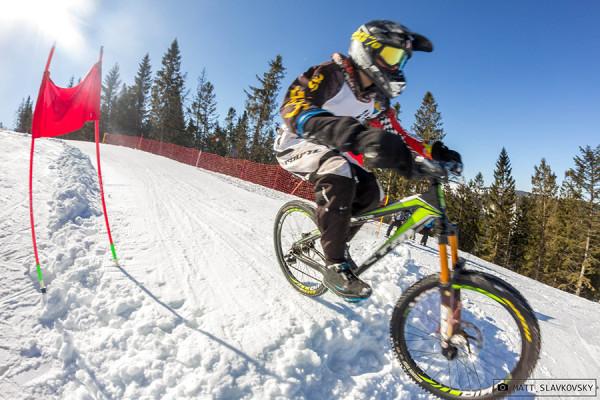 Downhill na snehu