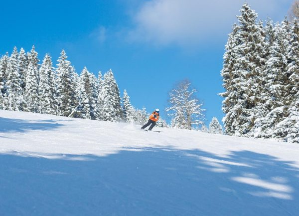 Lyžovanie na menčestri i adrenalín v hlbokom snehu